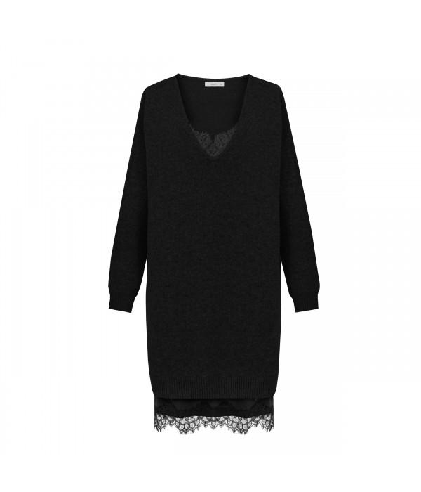 Sweter Scarlett Black | Oferta: biala bluzka, biala spodnica, biała bluzka, biała spódnica, bluza damska, bluza z kapturem, bluzka kobieca, ubrania od polskich producentow, ciemna bluzka, ciemne spodnie, ciemny kardigan, ciemny kombinezon, ciemny komplet, ciepły kardagin, ciepły sweter, czarna bluzka, czarna tunika, czarne spodnie, dluga sukienka, dlugi sweter, długa spódnica, długa sukienka, długi kardigan, długi sweter, dres damski, elegancka sukienka, elegancki kombinezon, fajne sukienki, jak dobrac ubrania, jak dobrać ubrania, jak modnie wygladac w ciazy, jak modnie wyglądać w ciąży, jak wygladac stylowo, jak wyglądać stylowo, jak zmienic styl ubierania, jak zmienić styl ubierania, jasna bluzka, jasna tunika, jasny kombinezon, jasny komplet, jasny sweter, jasny sweterek, jesienne stylizacje, kardigan, kardigan czarny, kardigan szary, kobiece spodnie dresowe, kobiecy dres, kombinezon, kombinezon damski, kombinezon khaki, kombinezon na wesele, kombinezon safari, komplet, komplet dresowy, komplet kobiecy, komplet spodnica i bluzka, kremowa bluza, kremowa bluza z kapturem, letnie stylizacje, luzna sukienka, luźna sukienka, maxi sukienka, mini spodniczka, mini spódnica, moda w ciazy, moda w ciąży, modne ciuchy, modne kiecki, modne kombinezony, modne ubrania, modny look, ponadczasowe sukienki, ponadczasowe ubrania, rozowy sweter, różowy sweter, sklep internetowy wysyłka za granicę, sklep internetowy z ubraniami, sklep internetowy z ciuchami, sklep internetowy z sukienkami, sklep internetowy z ubraniami jaki polecacie, sklep uwielbiany przez stylistow, sklep z odzieza, sklep z odzieżą, sklep z ubraniami online, sklep z ubraniami wysylka za granice, spódnica boho, spodnica dluga, spodnica i bluza, spodnica i bluzka, spodnica maxi, spodnica z falbana, spodnica z falbanami, spodniczka z falbanami, spodnie damskie, spodnie damskie 3/4, sportowa sukienka, spódnica boho, spódnica i bluza, spódnica i bluzka, spódnica maxi, spódnica z falbanami, spódnica z falbaną, styl dla ko